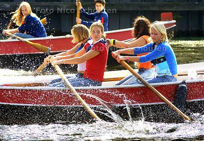 HC - WATERSPEKTAKEL LAAKHAVEN - Roeiwedstrijd scouting zeeverkenners - DEN HAAG 20 SEPTEMBER 2003 - FOTO: NICO SCHOUTEN