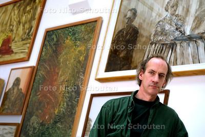 HANS VAN DER PENNEN IN HET GEMEENTE MUSEUM - DEN HAAG 4 SEPTEMBER 2003 - FOTO: NICO SCHOUTEN