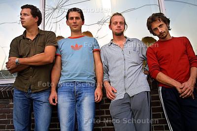 HC POP & PARTY - VENUSFLYTRAP -vlnr Bob Koning,Thomas van Buuren, Gijsbert Diteweg en Marc Mosmans - DEN HAAG 17 SEPTEMBER 2003 - FOTO: NICO SCHOUTEN