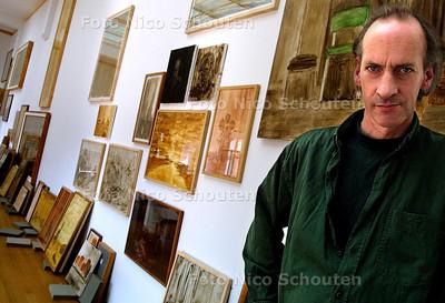 HC - HANS VAN DER PENNEN IN HET GEMEENTE MUSEUM - DEN HAAG 4 SEPTEMBER 2003 - FOTO: NICO SCHOUTEN