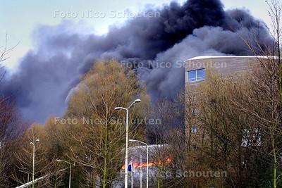 GROTE BRAND OP DE UITHOFF - DEN HAAG 5 APRIL 2004 - FOTO: NICO SCHOUTEN