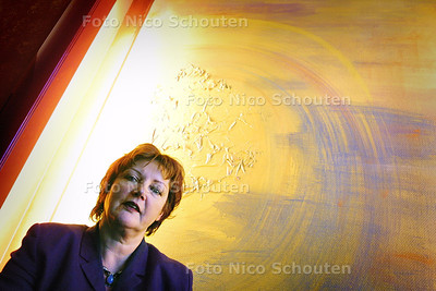 HC - MEVR. J. MOELIER, KORENHUIS - DEN HAAG 14 APRIL 2004 - FOTO: NICO SCHOUTEN