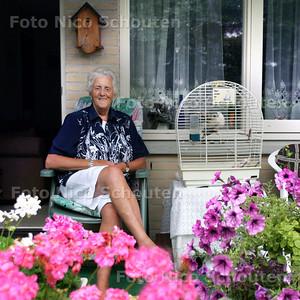 HC - MEVR. KOSTER-V/D PLOEG, VOORZITSTER WEDUWE EN WEDUWENARESSEN VERENIGING - DEN HAAG 10 AUGUSTUS 2004 - FOTO NICO SCHOUTEN