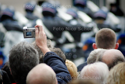 HC - AANKOMST PR BERNHARD PALEIS NOORDEINDE - DEN HAAG 5 DECEMBER 2004 - FOTO NICO SCHOUTEN