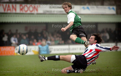 HC - SVV SCHEVENINGEN_EXELCIOR MAASSLUIS - Scheveningen scoort 1-0 - DEN HAAG 4 DECEMBER 2004 - FOTO NICO SCHOUTEN