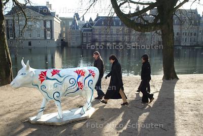 HC - EU KOE (SLOVENIE) VOOR HOFVIJVER - DEN HAAG 26 DECEMBER 2004 - FOTO NICO SCHOUTEN
