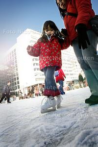 HC - IJSBAAN OP SPUIPLEIN - DEN HAAG 26 DECEMBER 2004 - FOTO NICO SCHOUTEN
