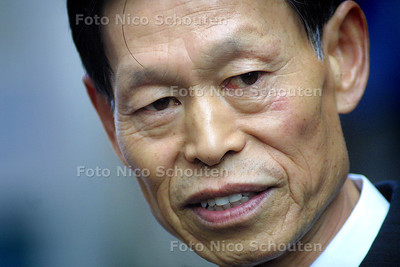 AMBASSADEUR CHINA - Op het chineese nieuwjaar - DEN HAAG 24 JANUARI 2004 - FOTO: NICO SCHOUTEN