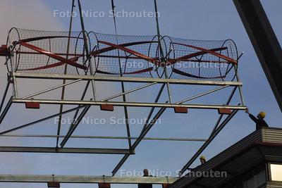HC - EXPERIMENTELE WINDTURBINE OP DAK HTM - DEN HAAG 15 JANUARI 2004 - FOTO: NICO SCHOUTEN