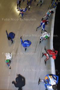 HC - SCHAATSMARATHON UITHOF - DEN HAAG 16 JANUARI 2003 - FOTO: NICO SCHOUTEN
