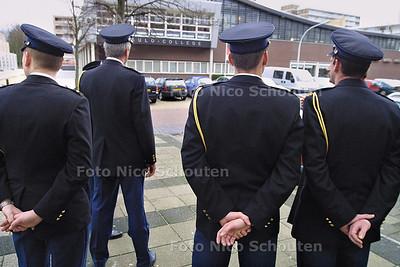 HC - MEER POLITIETOEZICHT OPENBAAR GEBIED LEIDSCHENDAM-VOORBURG - 16 JANUARI 2004 - FOTO: NICO SCHOUTEN