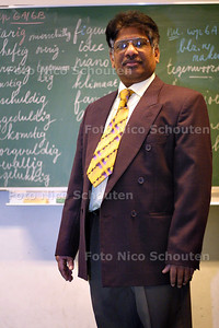 HC - FRED PANCHAM, SHRI VISHNA SCHOOL - DEN HAAG 13 JANUARI 2003 - FOTO: NICO SCHOUTEN