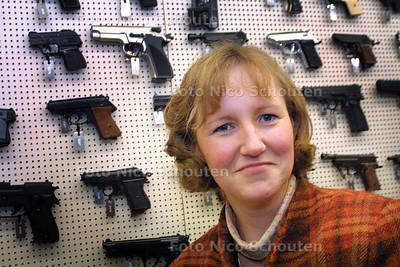 LIDIA BESTEBREUR, COORDINATIE SPOREN MISDRIJVEN - RIJSWIJK 5 JANUARIE 2004 - FOTO: NICO SCHOUTEN