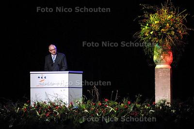 HC - HERDENKING HANS VAN WIEREN STATENHAL - Gerard van Miltenburg, directeur van het Terracollege spreekt. - DEN HAAG 20 JANUARI 2004 - FOTO: NICO SCHOUTEN