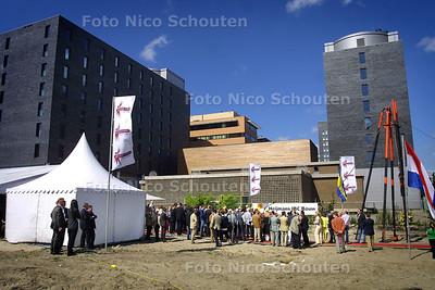 HC - START BOUW LEISURE CENTRUM - RIJSWIJK 1 JULI 2004 - FOTO NICO SCHOUTEN