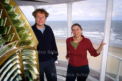 HC - ESTER POLAK (EN NOG IEMAND) , PROJECT VUURTOREN - SCHEVENINGEN 13 JULI 2004 - FOTO NICO SCHOUTEN