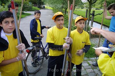 HC - OPRUIMAKTIE HAAGSE JONGEREN ZUIDERPARK - DEN HAAG 19 JULI 2004 - FOTO NICO SCHOUTEN
