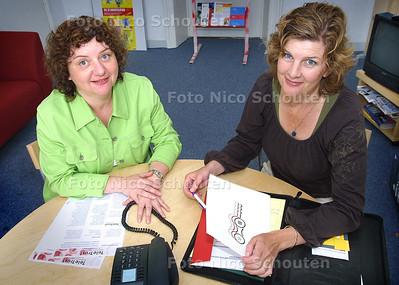 HC - TELETRUST, SONJA NIEUWENHUIJSEN (L) EN YVONNE ZUIDGEEST - DEN HAAG 15 JULI 2004 - FOTO NICO SCHOUTEN