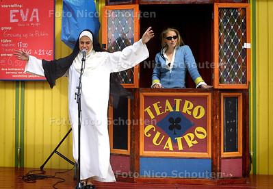 HC - DE PARADE, TEATRO GUATRO MET EVA - DEN HAAG 3 JULI 2004 - FOTO NICO SCHOUTEN