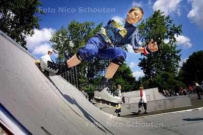 HZ - NIEUWE SKATEBAAN, BURG VERNEDEPARK - ZOETERMEER 10 JULI 2004 - FOTO NICO SCHOUTEN