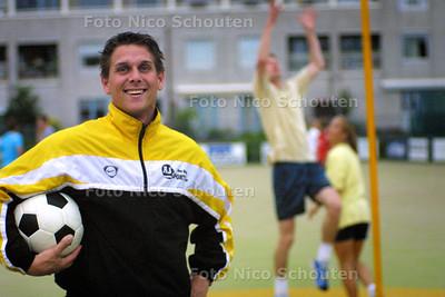 HC SPORT - RIKO KRUIT, KORFBALLER DIE HAGHE - DEN HAAG 1 JUNI 2004 - FOTO NICO SCHOUTEN