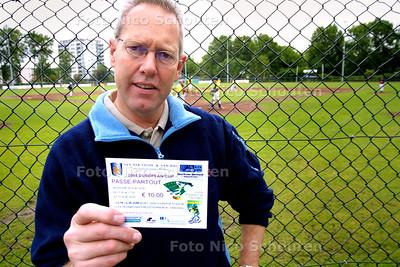 HC SPORT - BART FOLKRIJK, HONKBAL - DEN HAAG 4 JUNI 2004 - FOTO NICO SCHOUTEN