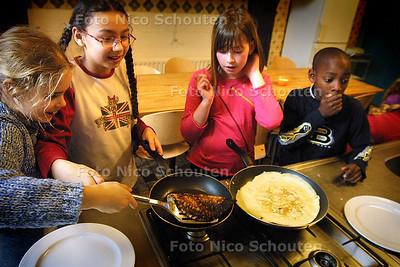 HC - KOOKCURSUS VOOR KINDEREN (LES 1, PANNENKOEKEN), DON BOSCO - RIJSWIJK 8 MAART 2004 - FOTO: NICO SCHOUTEN