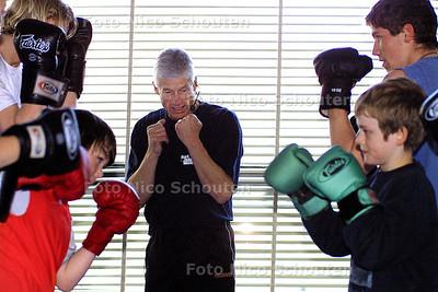 HC - HARRY VAN HULST, BOKSTRAINER - WASSENAAR 2 MAART 2004 - FOTO: NICO SCHOUTEN