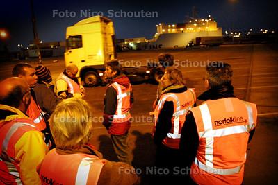 HC - GEMEENTERAADSLEDEN BEZOEKEN NORFOLK - SCHEVENINGEN 2 MAART 2004 - FOTO: NICO SCHOUTEN