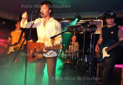 HC - DE BAND LUNAR, POPFESTIVAL IN DORMIBELLA - LEIDSCHENDAM 15 MEI 2004 - FOTO NICO SCHOUTEN