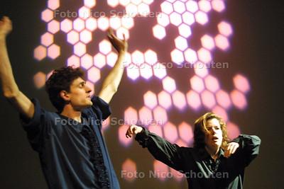 HC - THEATER SPORT KAMPIOENSCHAP IMPROVISATIE - DEN HAAG 9 MEI 2004 - FOTO: NICO SCHOUTEN