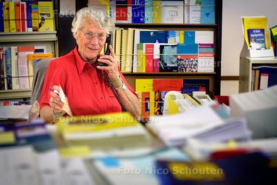 HC - MEVR. V. WOERDEN, RAAD WELZIJN GEHANDICAPTEN (RWG) - DEN HAAG 6 MEI 2004 - FOTO: NICO SCHOUTEN