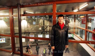 HC - WETHOUDER MARNIX NOORDER IN TRAMTUNNEL (PARKEERGEDEELTE) - DEN HAAG 19 NOVEMBER 2004 - FOTO NICO SCHOUTEN