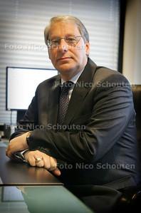 HC -  HR. M. BARTH, SCHEIDEND DIRECTEUR FNO - DEN HAAG 10 NOVEMBER 2004 - FOTO NICO SCHOUTEN