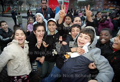 HC - VREDESMANIFESTATIE VOOR KINDEREN, VAN DER VENNEPARK - DEN HAAG 26 NOVEMBER 2004 - FOTO NICO SCHOUTEN