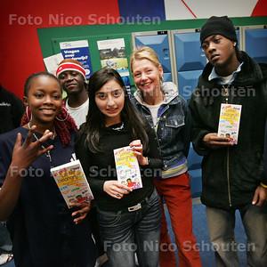 HC - PRESENTATIE BOEKJE, LEKKER BELANGRIJK, MAAIKE OPPIER - DEN HAAG 15 NOVEMBER 2004 - FOTO NICO SCHOUTEN