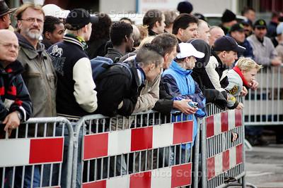 ONTRUIMING TERREURWONING - Publiek - DEN HAAG 10 NOVEMBER 2004 -  FOTO NICO SCHOUTEN