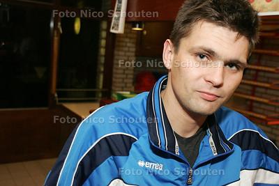 HC - ALEX CURESCA, HANDBALTRAINER WINGS - DEN HAAG 20 OKTOBER 2004 - FOTO NICO SCHOUTEN
