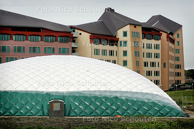 HC - NIEUWE OPBLAASSPORTHAL IN LEIDSCHENVEEN - DEN HAAG 5 OKTOBER 2004 - FOTO NICO SCHOUTEN