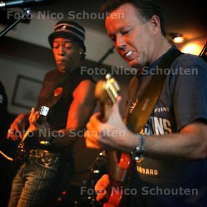 HC - ROCK THE BOAT OP DE MINERVA, Organisator Japie (met shaggie) - SCHEVENINGEN 21 OKTOBER 2004 - FOTO NICO SCHOUTEN