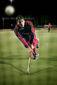 HC - MELCHIOR SPIES, KLEIN ZWITSERLAND - DEN HAAG 21 OKTOBER 2004 - FOTO NICO SCHOUTEN