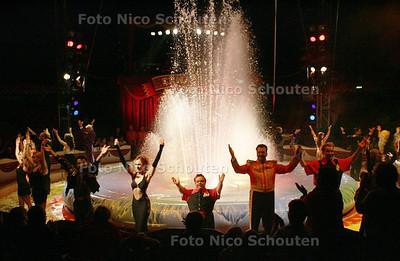 HC  - CIRCUS RENZ - Slotact met watershow - DEN HAAG 12 OKTOBER 2004 - FOTO NICO SCHOUTEN