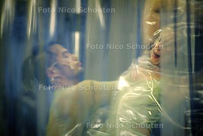HC - REPETITIEMOMENT UIT BALLET VAN DILLAN NIEUWKAMP, CHOREOGRAAF - DEN HAAG 21 OKTOBER 2004 - FOTO NICO SCHOUTEN