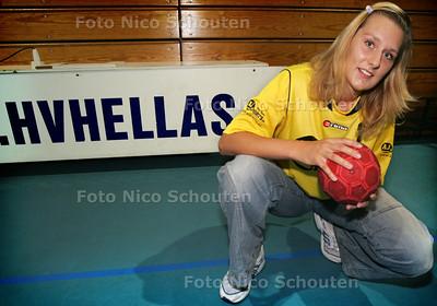 HC- HANDBAL HELLAS CLARA KAMISOVA - DEN HAAG  17 SEPTEMBER 2004 - FOTO NICO SCHOUTEN