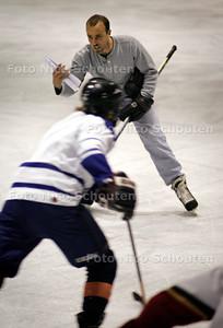 HC - JOHN JOHNSTON, IJSHOCKY TRAINER ZOETERMEER PANTERS - ZOETERMEER 15 SEPTEMBER 2004 - FOTO NICO SCHOUTEN