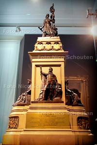 HC - NIEUWE EXPOSITIE HAAGS HISTORISCH MUSEUM - Ontwerpmodel van monument Plein 1813 - DEN HAAG 25 AUGUSTUS 2005 - FOTO NICO SCHOUTEN