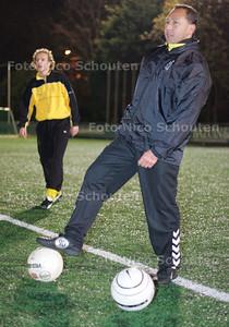 AD/HC - HAROLD TJADEN VOETBALTRAINER HVV - DEN HAAG 1 DECEMBER 2005 - FOTO NICO SCHOUTEN