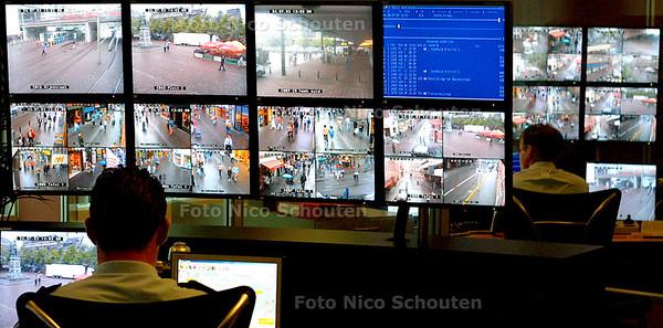 HC - MONITORKAMER TOEZICHTSCAMERA'S POLITIE HAAGLANDEN - DEN HAAG 24 JULI 2003 - FOTO: NICO SCHOUTEN