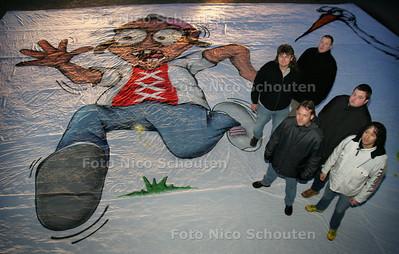 HC - ADO SUPPORTERS GERARD DEKKER KLEIJN(L) MET SPANDOEK - DEN HAAG 28 FEBRUARI 2005 - FOTO NICO SCHOUTEN