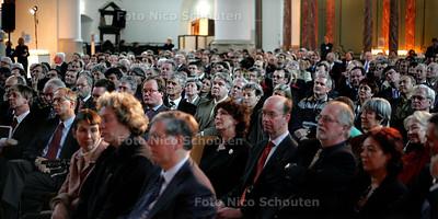 """HC - HOFSTADLEZING, """"Een volle Kerk"""" - DEN HAAG 14 FEBRUARI 2005 - FOTO NICO SCHOUTEN"""